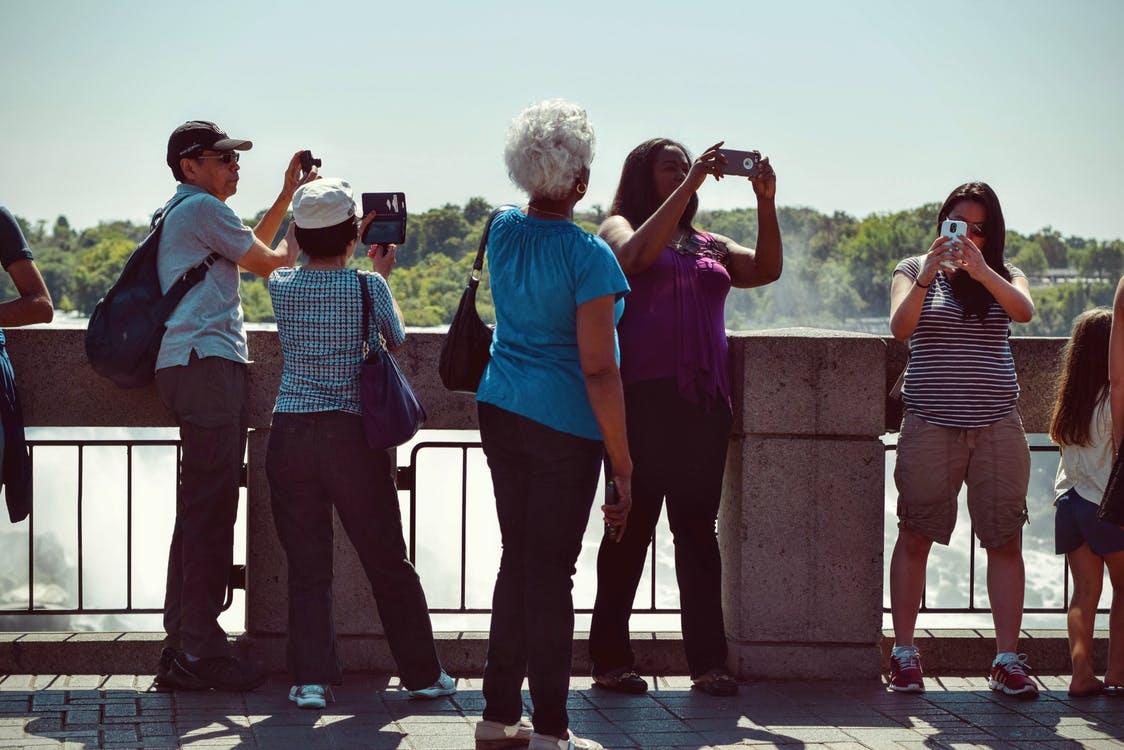 arnaques-aux-touristes-main