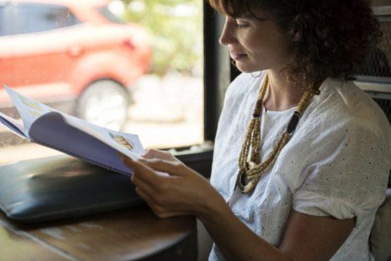 s'occuper-en-voyage-lire-un-livre