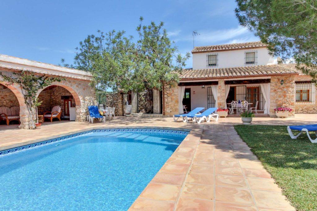 Casa-con-piscina-en-Alicante